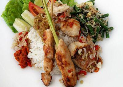 白米饭配时蔬和肉